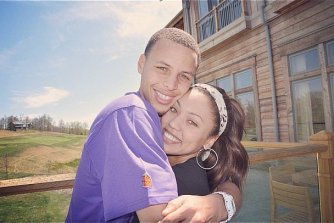 Cute-Pictures-Stephen-Curry-His-Wife-Ayesha_(1)